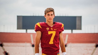 Three-star quarterback coached by Kurt Warner commits to USC